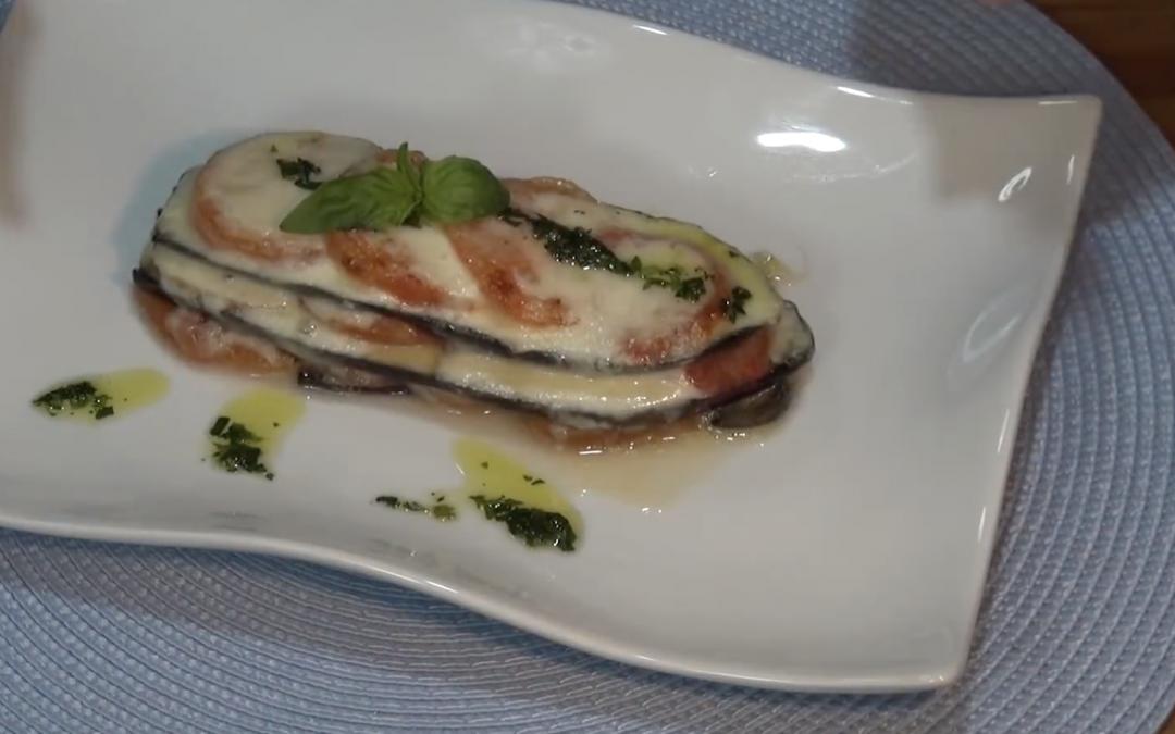 Milhojas de berenjena con tomate y mozzarella